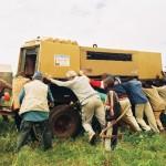 Gassa Chare, tutti spingono per liberare dal fango la trivella, anche il Sindaco   03.05.2006
