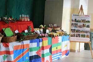 Vendita prodotti della Comunità per autofinanziamento Harambee